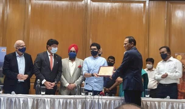 FHRAI, HRAWI & HAI felicitate Shri Aaditya Thackeray & Smt Valsa Nair